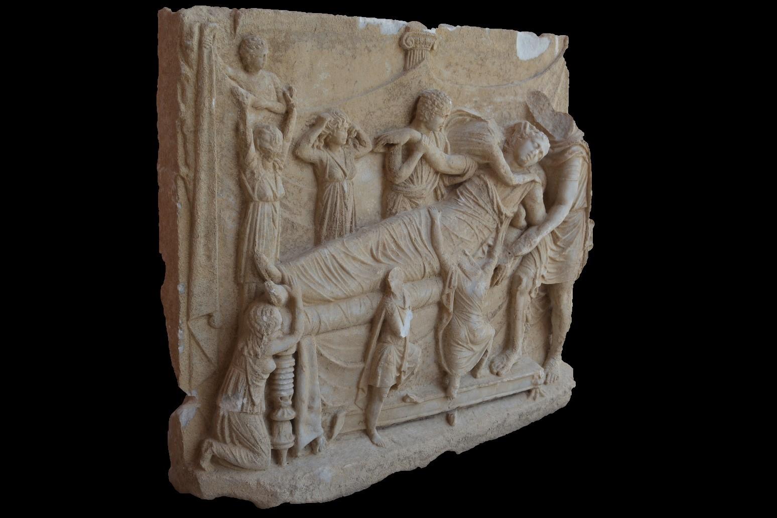 Yüksek kabartmalı Roma mezar steli