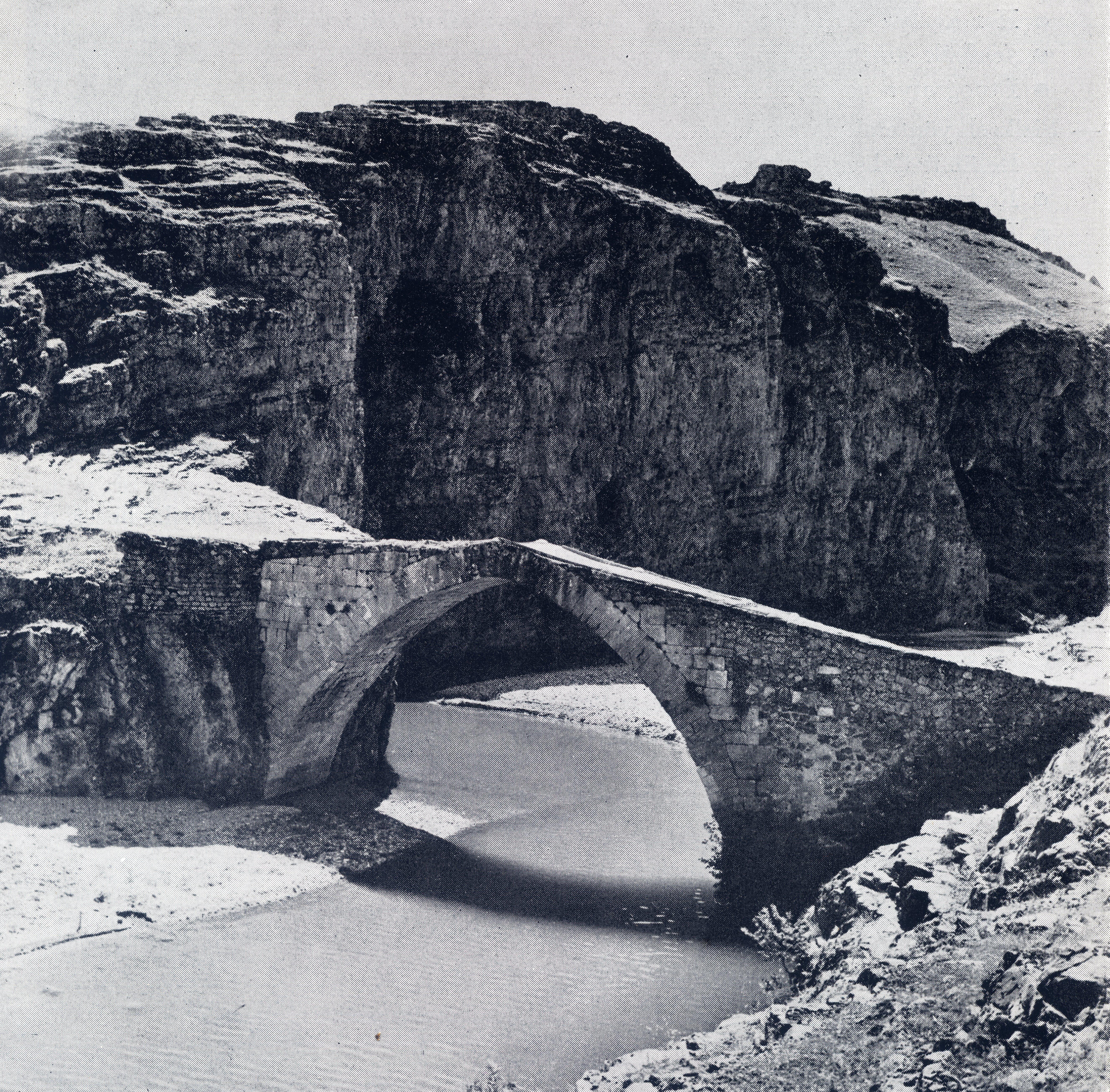 Keban Baraj Göl Alanı Karamağara Köprüsü sökülmeden önceki hali.