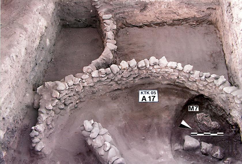 Fig 1- Yuvarlak Planlı Yapı ve Konut İçi Gömü