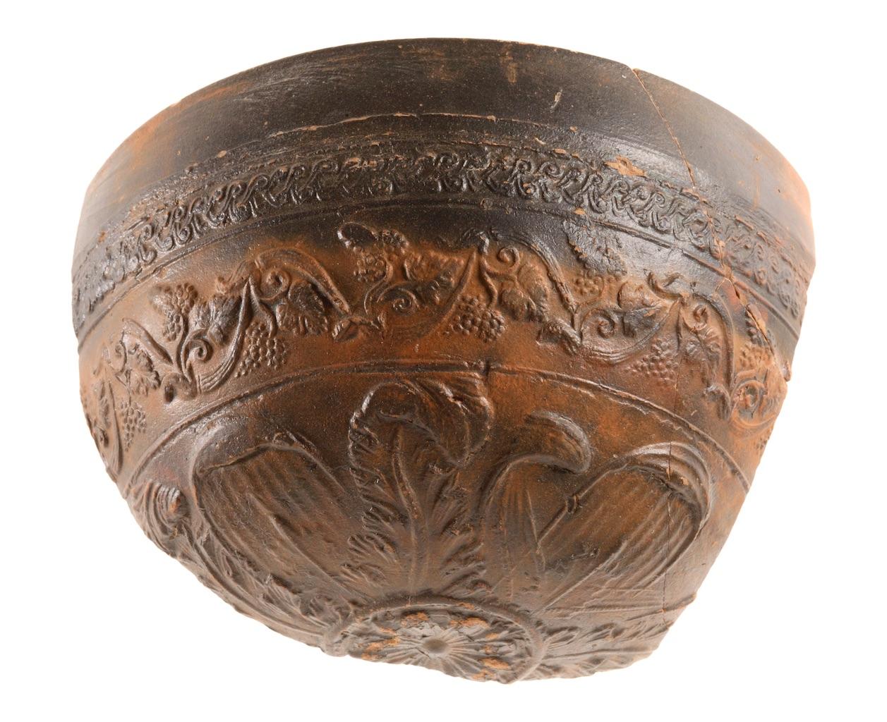 Ephesos rölyefli kase (© ÖAW-ÖAI, N. Gail)