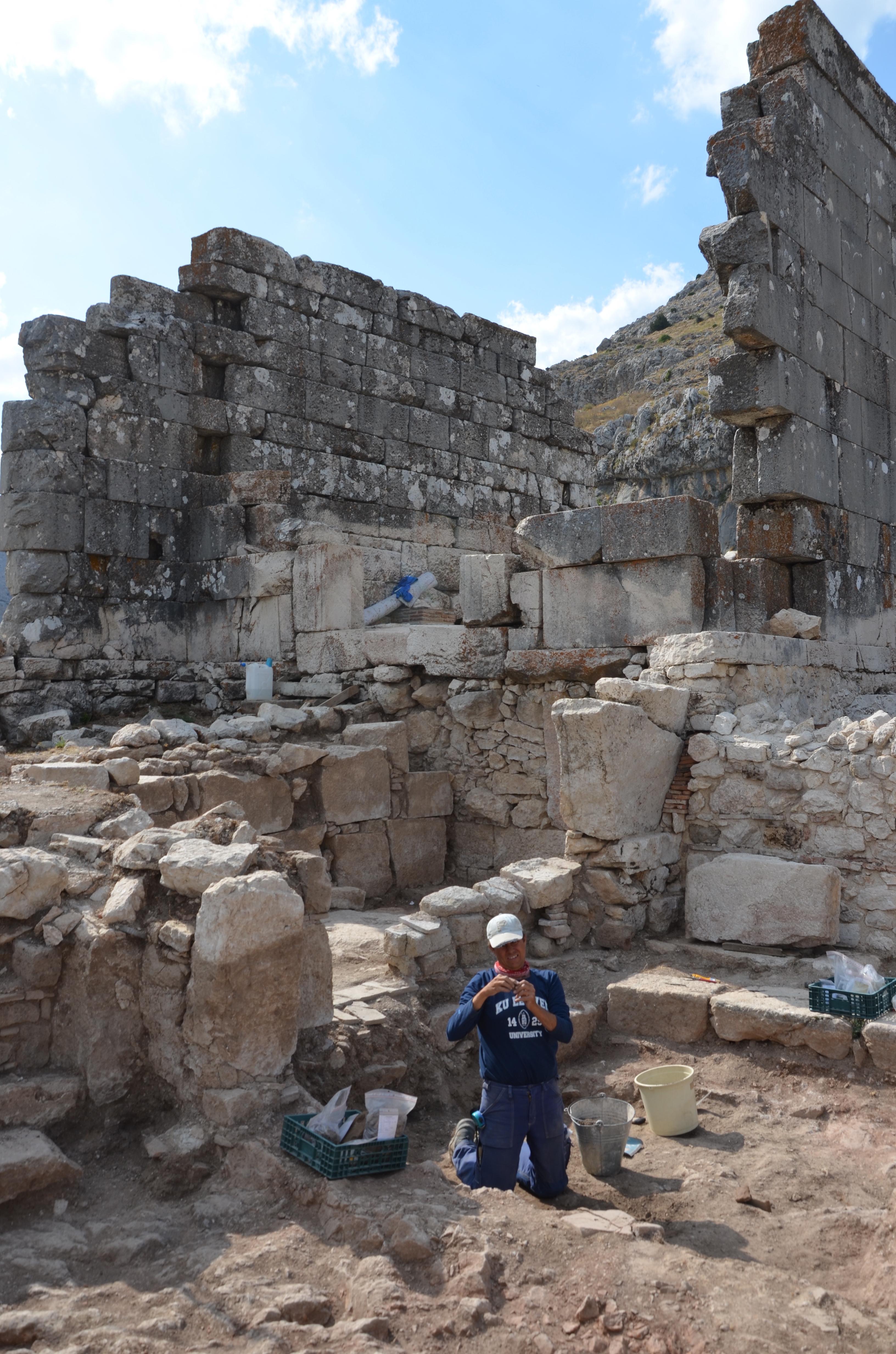 2019 yılında Dor Tapınağın etrafında yapılan kazılar, stratigrafik olarak inşa tarihini sabitlemiştir