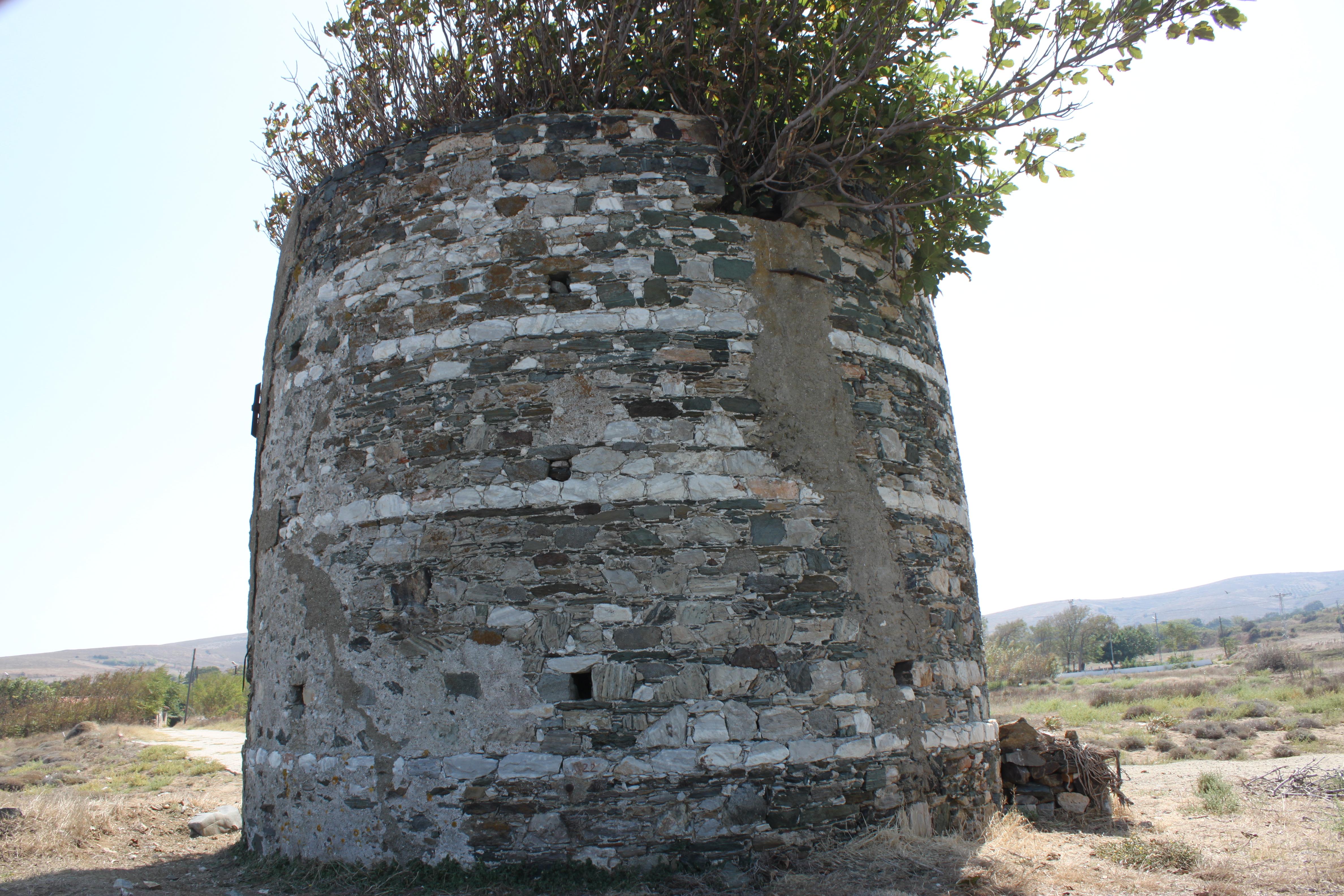 Paşalimanı Adası'nın Poyrazlı Köyü'nde Rumlardan kalma 1690 tarihli yel değirmeni