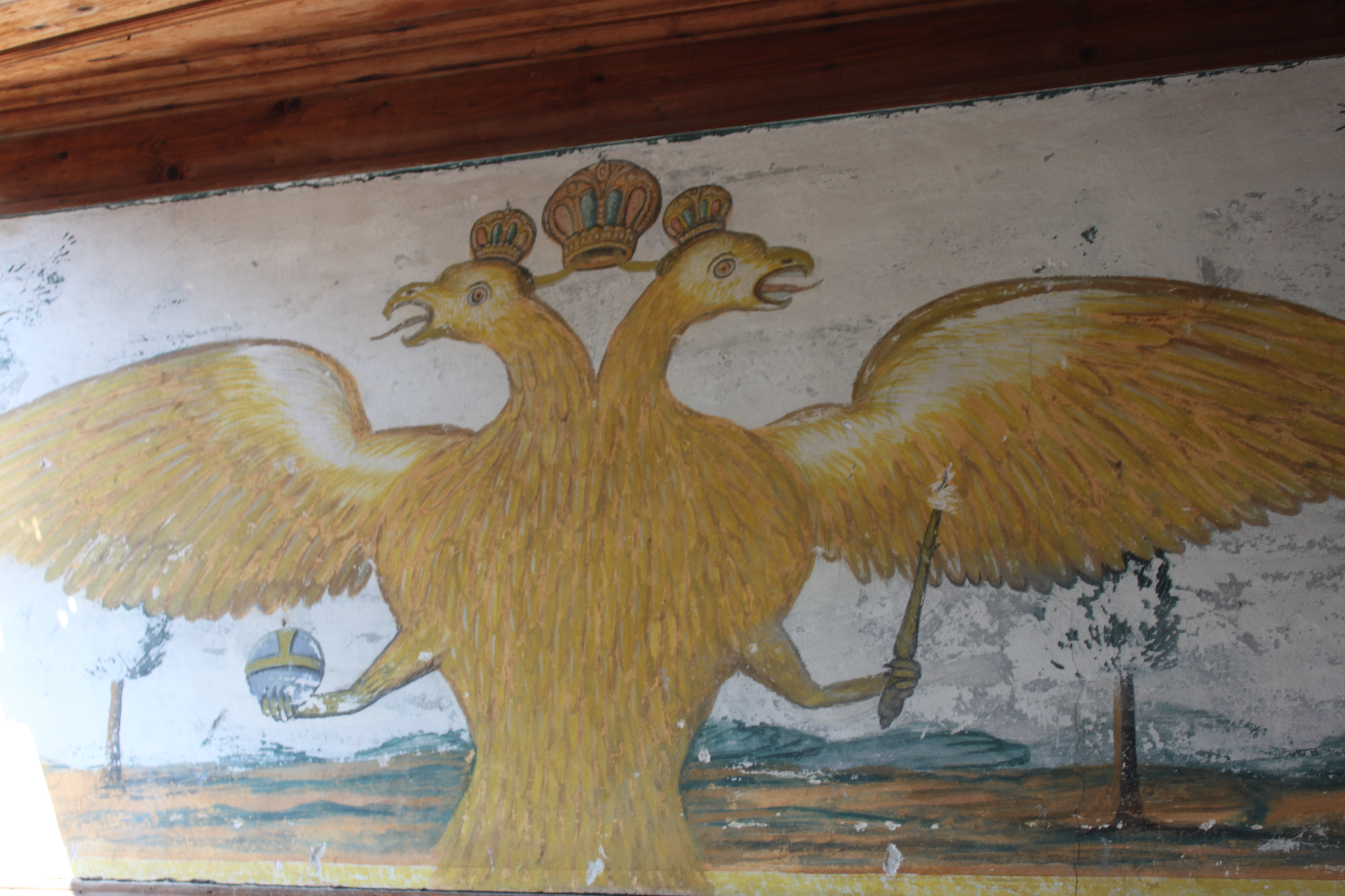 Marmara Adası'nın Asmalı Köyü'nde yer alan bir Rum evindeki çifrbaşlı kartal motifi.