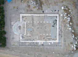 Epiphaneia'da Bir Tapınak Kilise